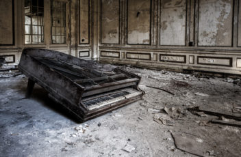 Lee-Plaza-by-Rick_harris---abandoned-old-piano-medium